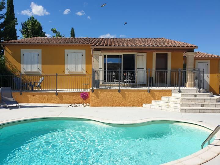 Villa 8p à 5 min du Pont du Gard - piscine