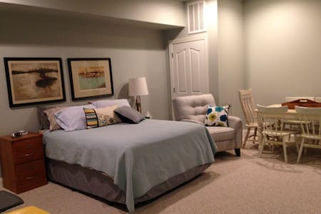 Spacious basement suite - Greenville - Casa