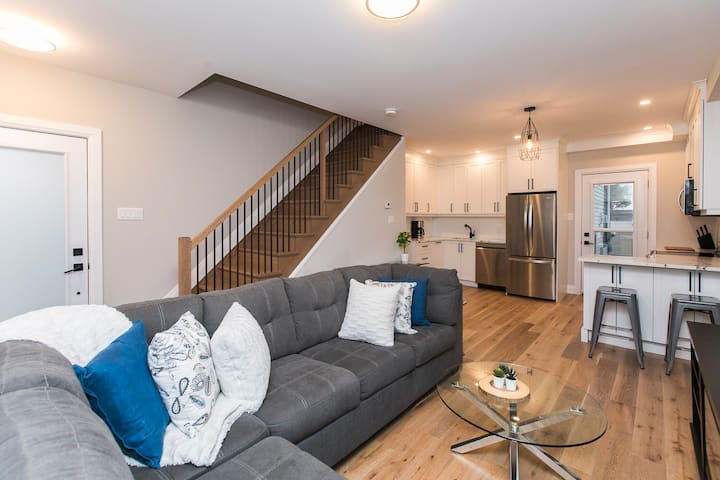 New & Modern 2 Floor Apartment