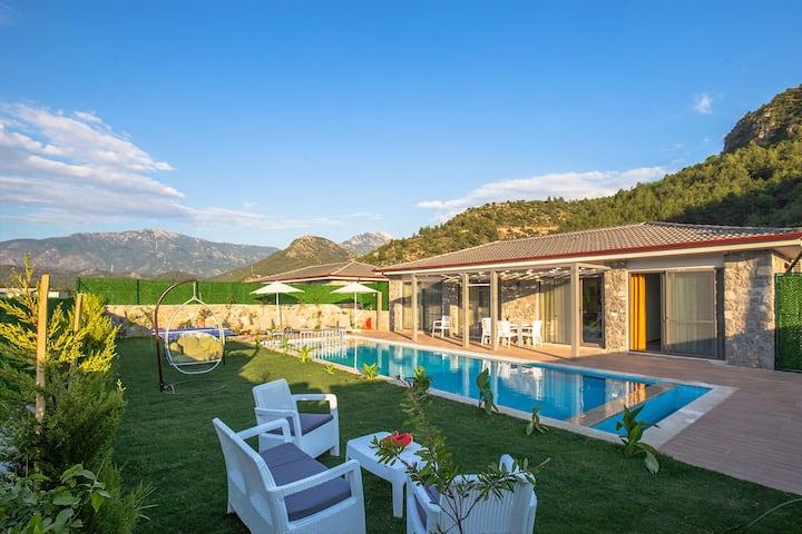 Kayaköy'de Doğa Manzaralı Özel Villa