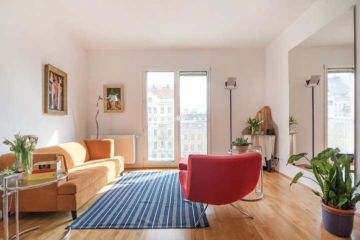 Central Living ☉ in Tasteful Apartment with a View