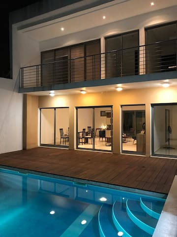 Chbre d'hôte dans villa contemporaine avec piscine