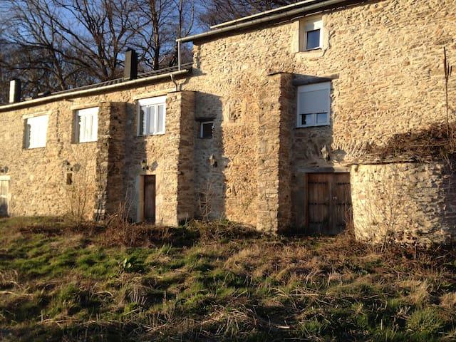 maison isolée dans la foret du haut languedoc - Courniou