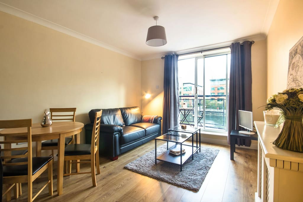 From the living room are the sliding doors on a beautiful balcony overlooking the River Liffey and offers stunning views of the city.