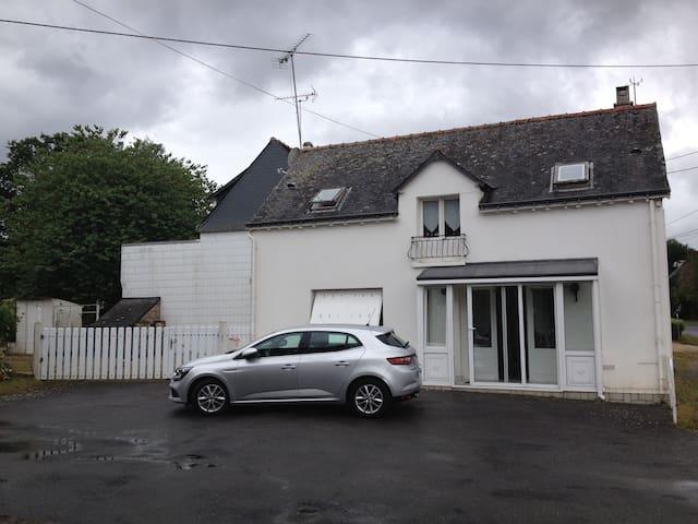 belle petite maison dans le pays breizh