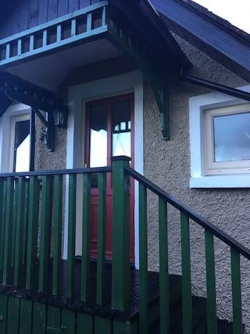 Cosy rustic 2 bed apartment Roundwood/Glendalough