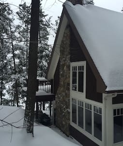 Canadian Executive Lake Home - Lac-Sainte-Marie