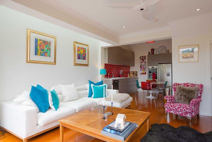 Stylish cottage; a great base for exploring Sydney - Balmain - House