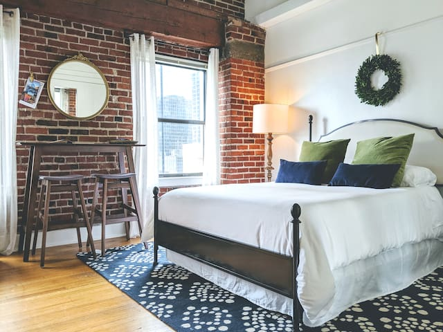 Charming Historic Loft in the Heart of Belltown
