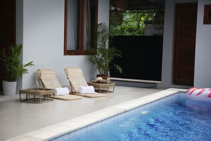Beautiful Private Room #2 with a pool in Pererenan