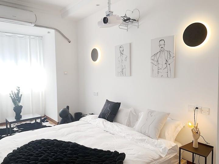 「 招呼·Room8 」黑椒 · MiNi时代 带投影仪的黑白设计感空间