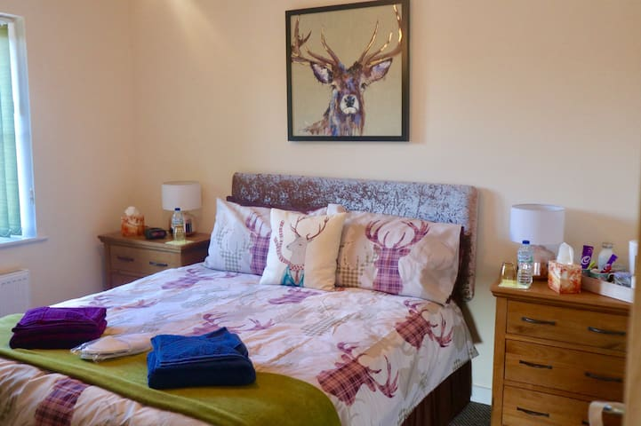 The Woodhouse Country Retreat - The Highland Room