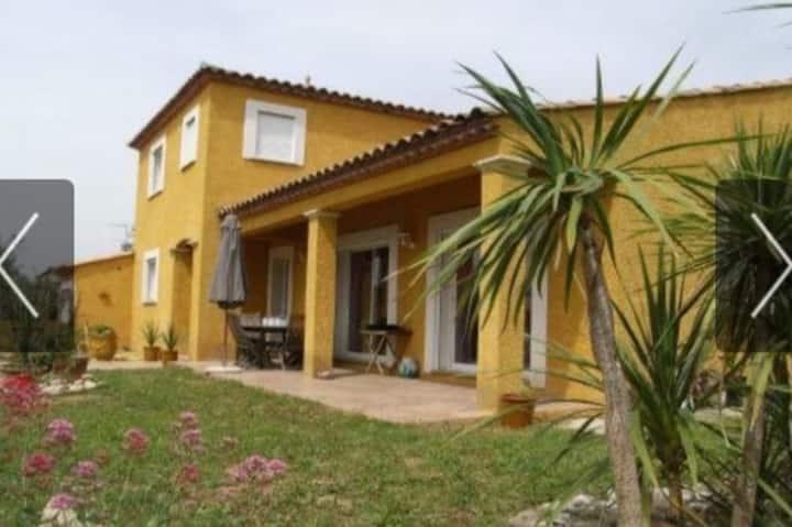 Chambre équipée, dans villa  proche de Montpellier