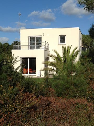 Architect's house in wood of Morgat - Crozon - Huis