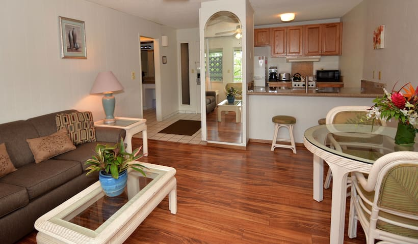 Amazing Location, Newly Remodeled, Walk to Beach