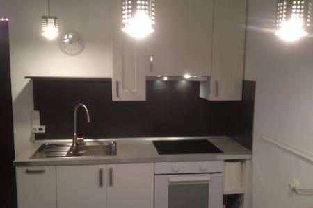 (Appartement) mit 4(5) Schlafplätzen Einzelbetten - Leinburg - Wohnung