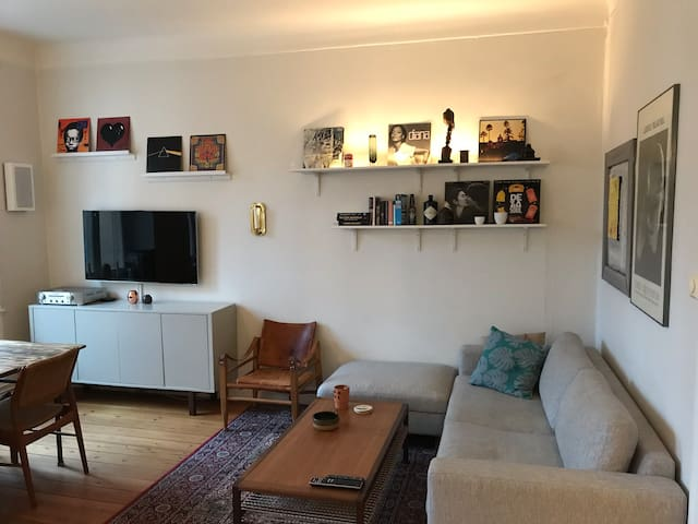 1 br with balcony in central lively neighborhood