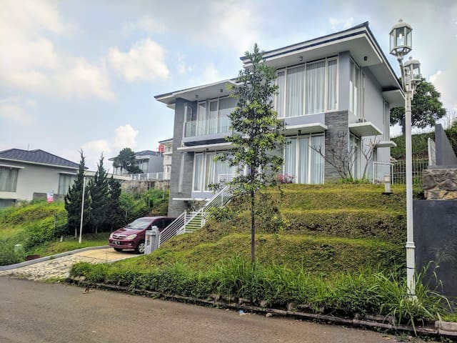 Villa Golf Syariah, 4 BR, Nice View to Mountain