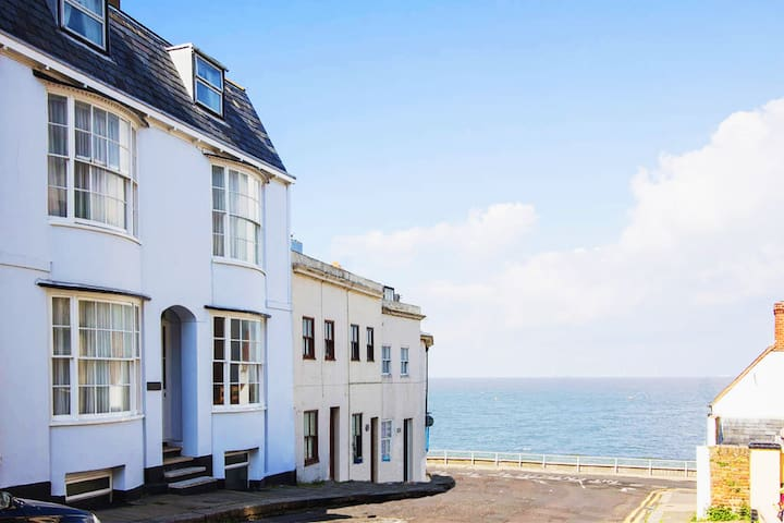 Beautiful Georgian House right by the sea BH OFFER - Herne Bay - Dom