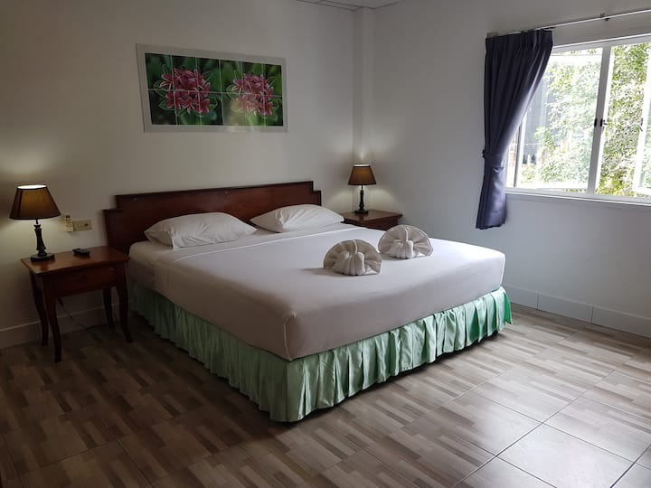 Welcome Inn Hotel @ karon Beach. Double room from only 600 Baht