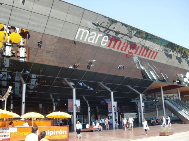 Maremagnum Mall - 15 min by subway