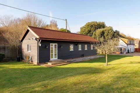 Peaceful 2 bedroom country lodge