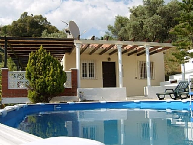 Lovely country detached villa with private pool