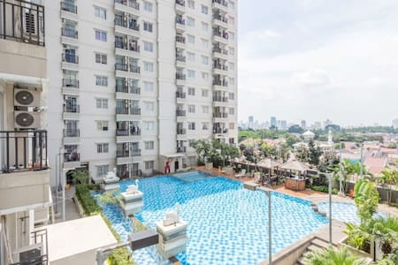 A comfy, strategic studio apartment in Tebet