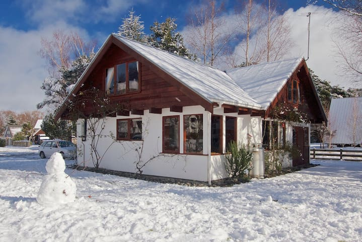 Beautifully Appointed Swiss Chalet: Mountain Views