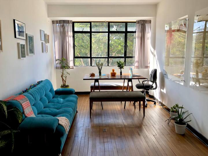 Cool, hip private sunny room in the <3 of Bogota
