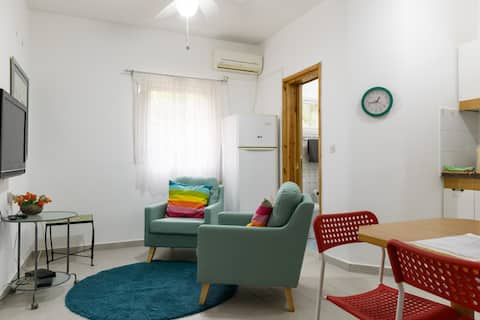Centrally located 1 bdr apartment with a garden.
