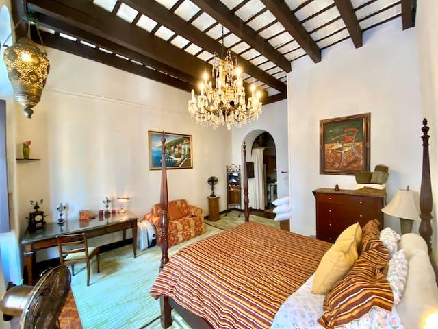 Old World Spanish Luxury|OSJ| On Calle de Cristo!