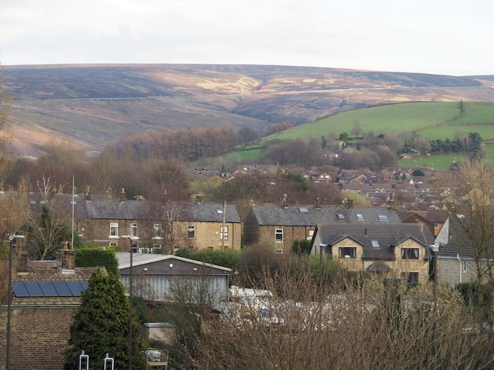 Superb views in comfortable home in Peak District
