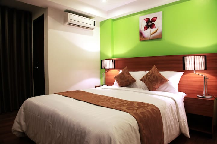 Deluxe Room @ Guijo Rooms Makati