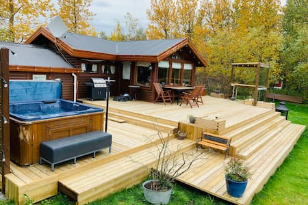 Cozy cabin with hot tub and great view