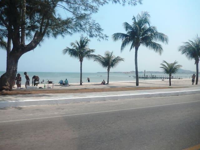 Suíte aconchegante com frigobar - Iguaba Grande