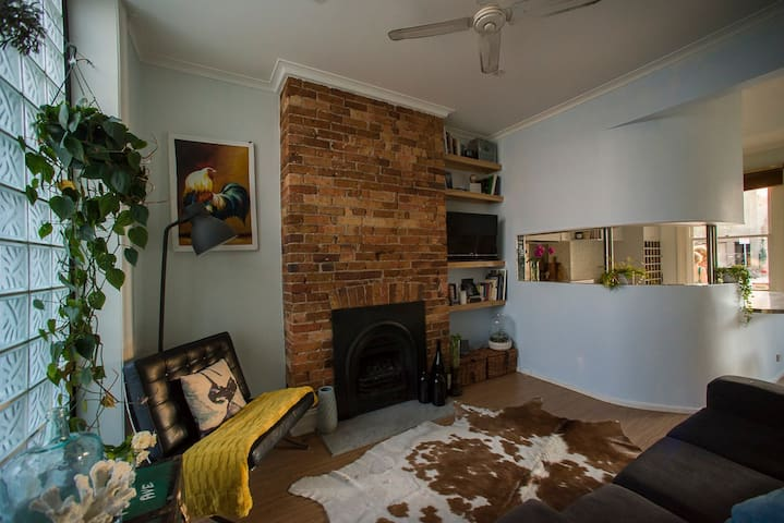 Super cool 2BD Apart! BEST LOCATION - South Melbourne - Apartment