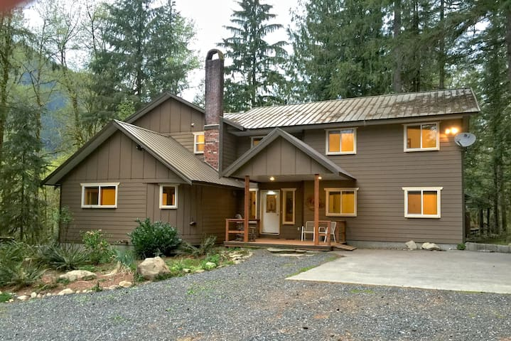 Mt Baker Lodging Cabin #3 - Very large cabin on acreage!