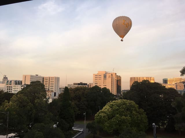 Foodies and City Explorers´ Haven - Parking, Wifi, Netflix - Carlton - Huoneisto