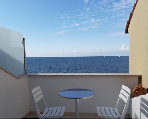 Piran, charming flat : great terrace on the sea !
