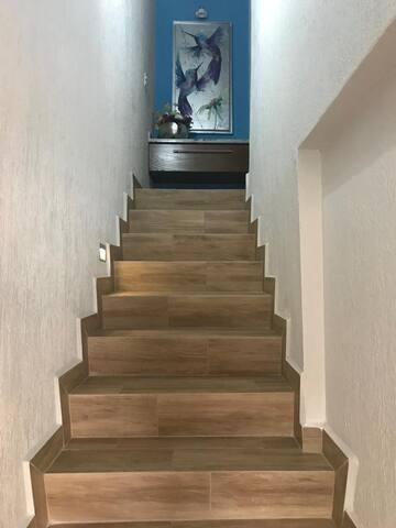 Escalera de acceso a habitación