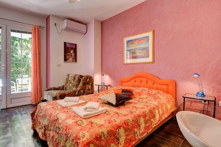 Orange Studio Apartment With Island and Sea View