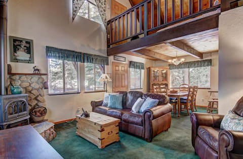 Magic in the mountains. 3BD with hot tub