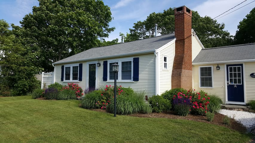 Classic Cape Cod Cottage In Hyannis