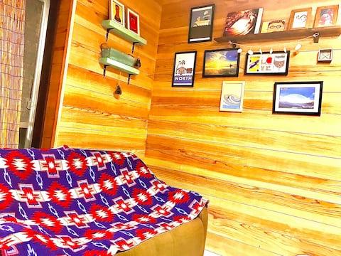 おひとり様旅行向け✴︎快適個室7㎡✴︎市内中心部まで徒歩15分✴︎WiFi有り✴︎共用リビングルームも有り!