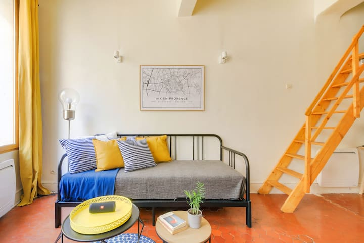 Central, Cosy & Colorful Apartment ★ Netflix