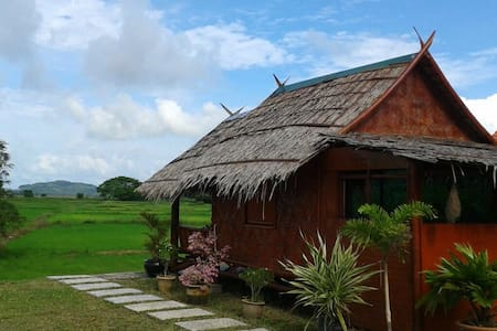The Bamboo Lodge - Paddy Blossoming Season Now - Langkawi - Chatka w górach