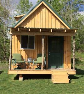 Pine Loft Cabin w/Mountain  Views - Newland - 小木屋