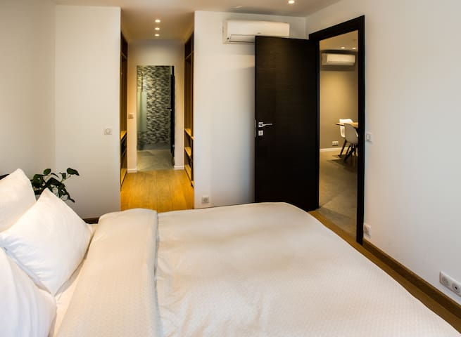Bedroom with direct access to the bathroom