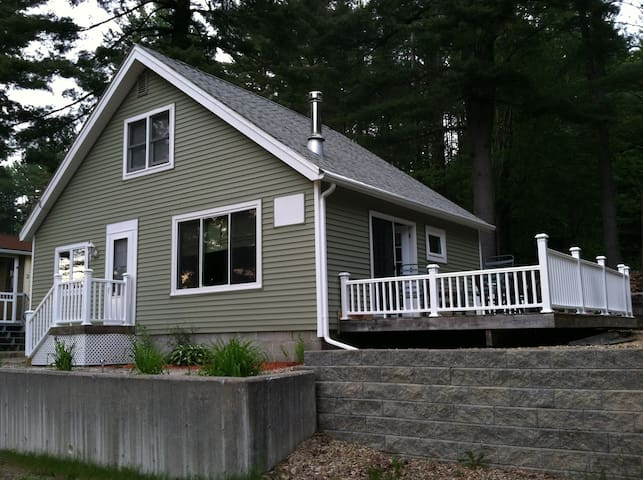 Cozy 3 BR Chalet Alton Bay, Central NH - Alton - Hus